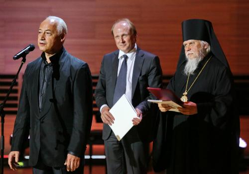 Слева направо: Владимир Спиваков, Владимир Толстой и епископ Пантелеимон