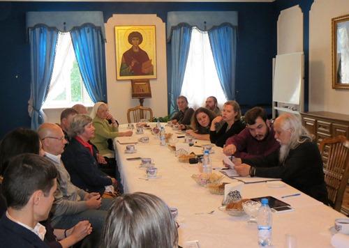 Участники Координационного совета по помощи бездомным в Синодальном отделе по церковной благотворительности