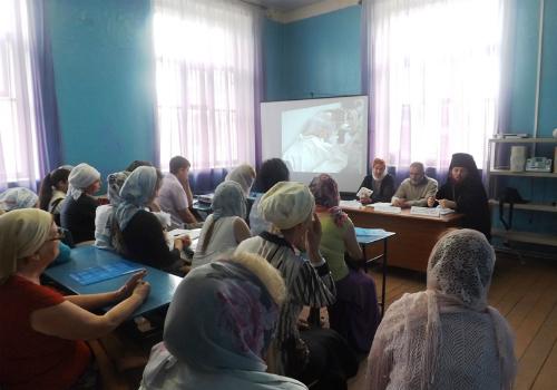Обучающий семинар для добровольцев по уходу за больными прошел в Тверской епархии