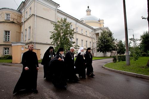 Предстоятель Православной Церкви в Америке посетил Свято-Димитриевское училище сестер милосердия и Первую Градскую больницу