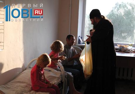 Священники навестили пострадавших от наводнения в Челябинской области в пунктах временного размещения