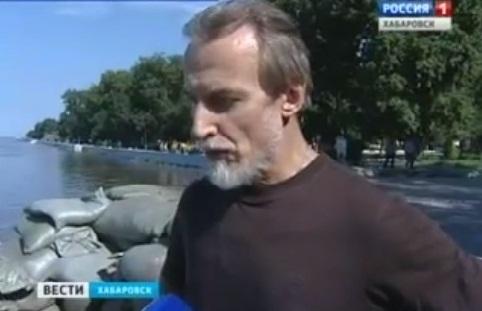 Митрополит Хабаровский и Приамурский Игнатий на строительстве дамбы