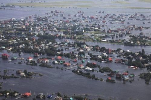 На территории Дальневосточного ФО остаются подтопленными 118 населенных пунктов. Всего эвакуировано 15517 человек, из них 4361 ребенок. Фото: Teleport2001.ru