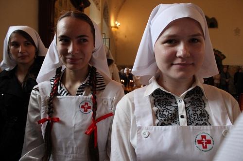Студентки первого курса Свято-Димитриевского училища сестер милосердия в Покровском храме в день праздника