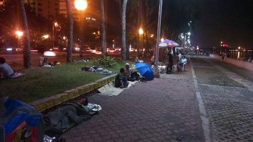 Улицы Манилы для многих стали гостиницами под открытым небом
