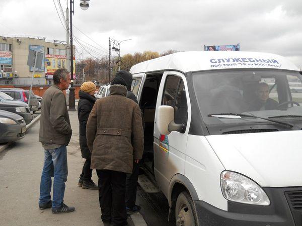 Помощь бездомным на улице Тюмени