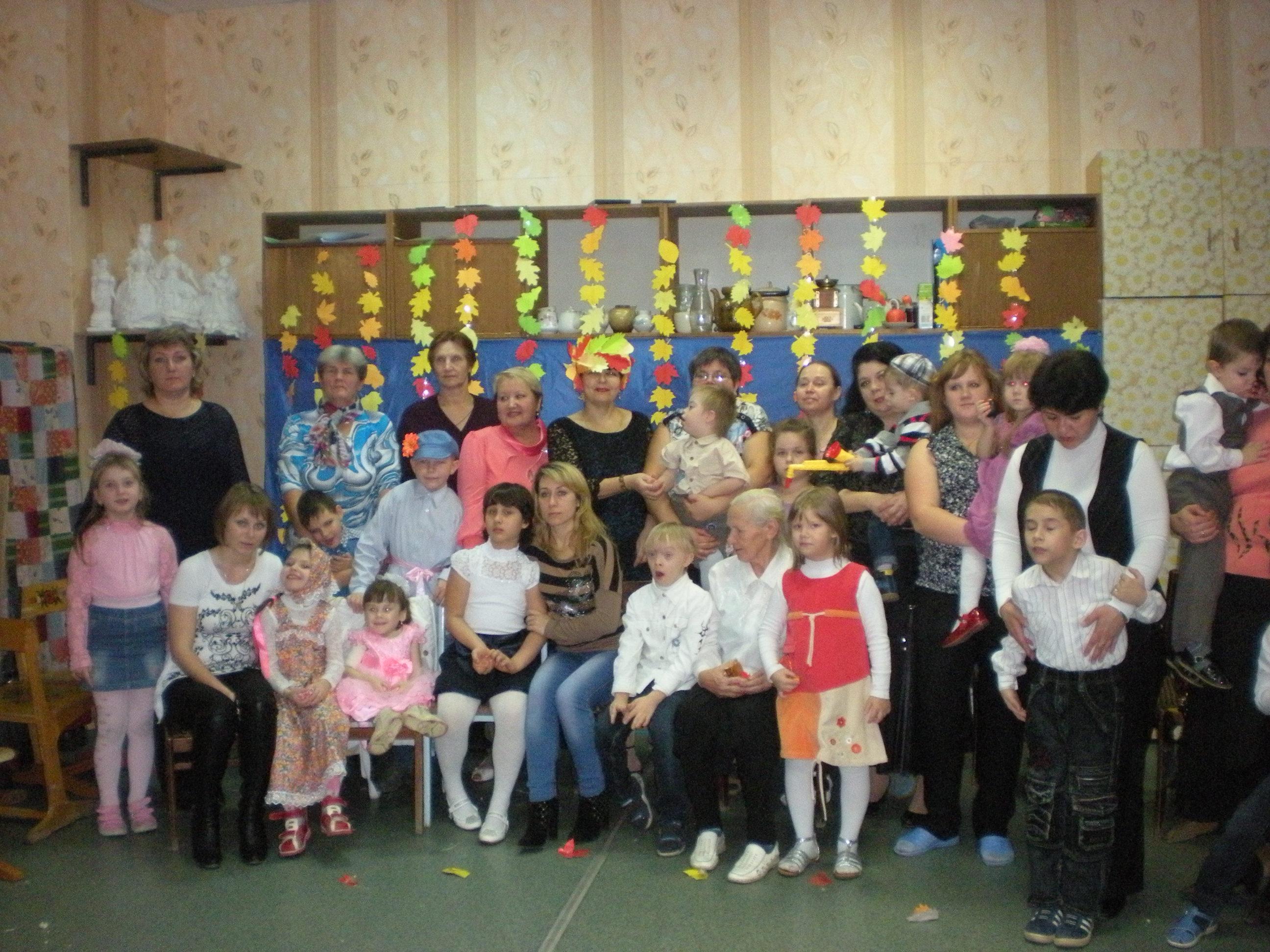 Дети из отделения социальной адаптации на празднике в детской школе искусств Алатыря