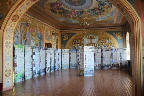 """Выставка """"Человеческий потенциал России"""" в зале Оренбургской духовной семинарии"""