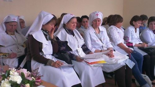Сестры милосердия на мастер-классе по сестринскому уходу
