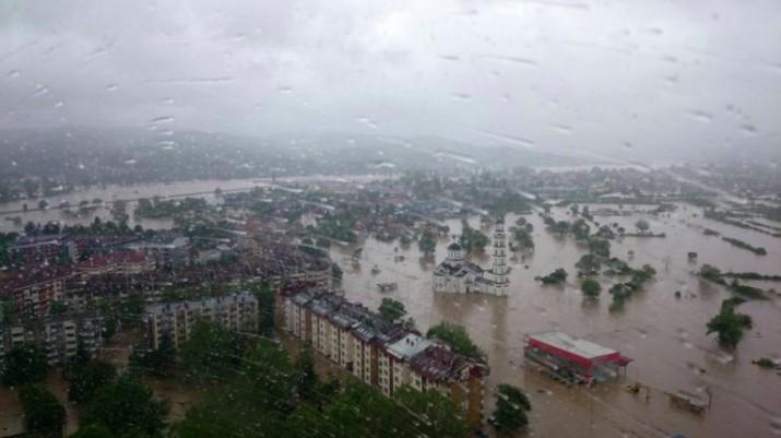 В Сербии затоплены более 2,2 тысячи объектов, более 1,7 тысячи нанесен ущерб, повреждены 3 тысячи километров автодорог