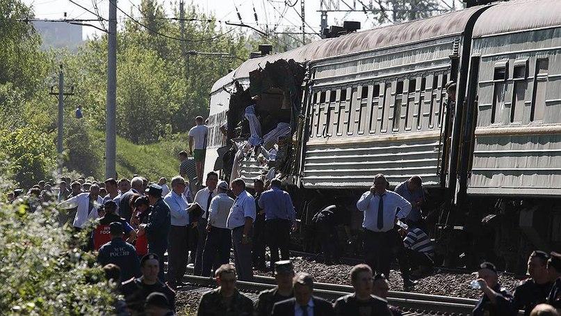 """Столкновение пассажирского поезда """"Москва-Кишинев"""" с грузовым составом произошло в 80 километрах от Москвы"""