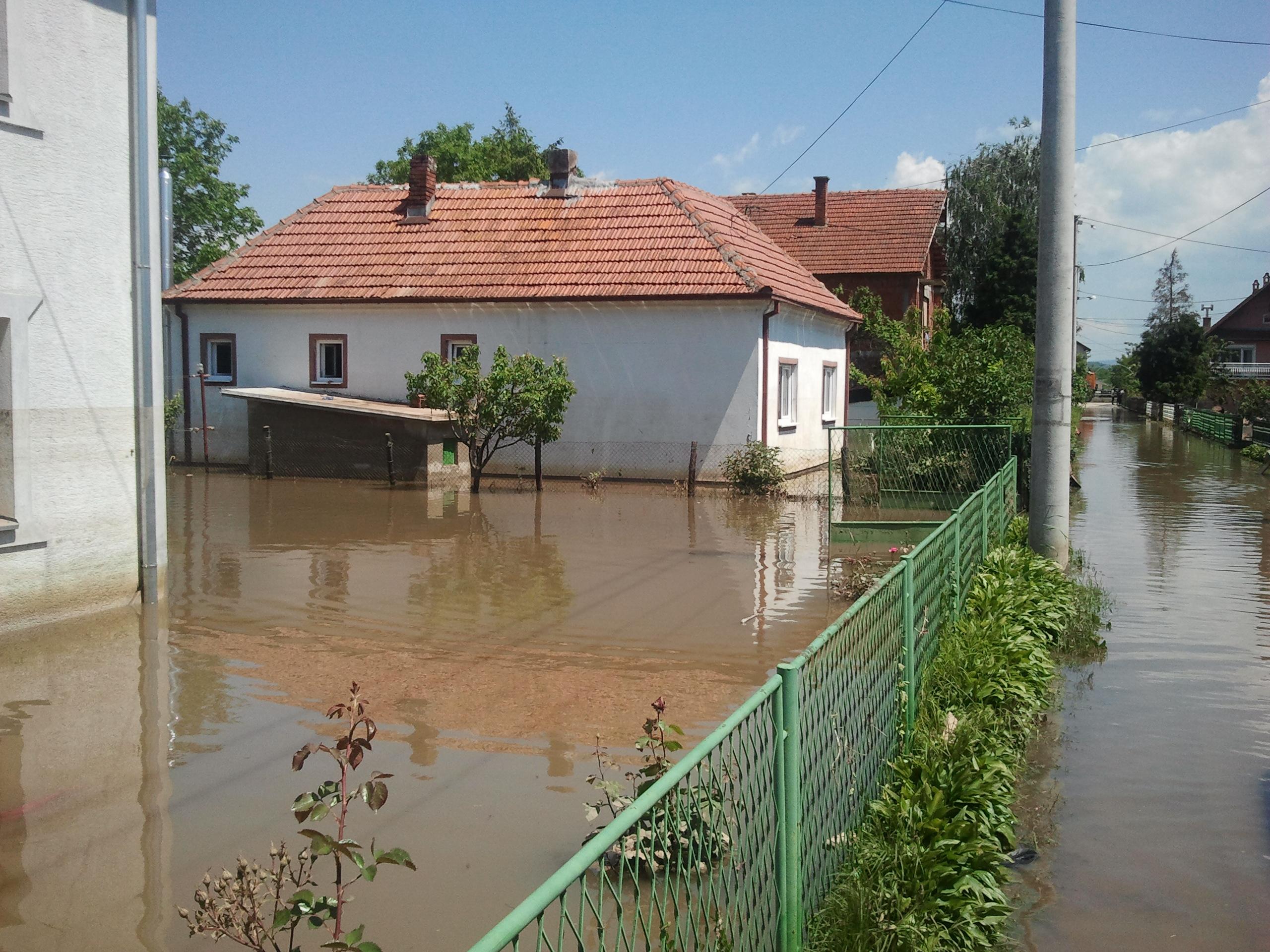 Затопленные дома в пригороде Шабаца
