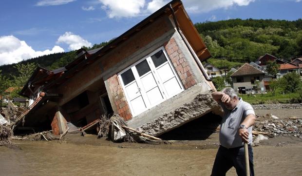 Дом, разрушенный во время наводнения в Сербии