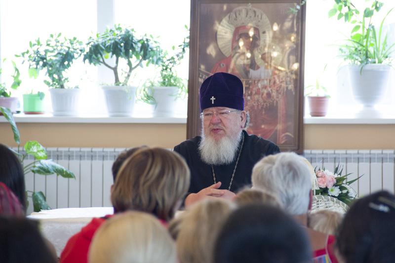 Митрополит Воронежский и Лискинский Сергий встретился с беженцами из Украины