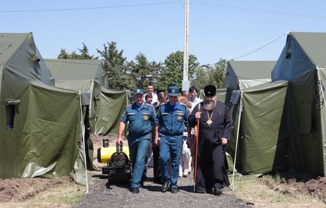 Глава Донской митрополии посетил Матвеево-Курганский пункт временного размещения беженцев