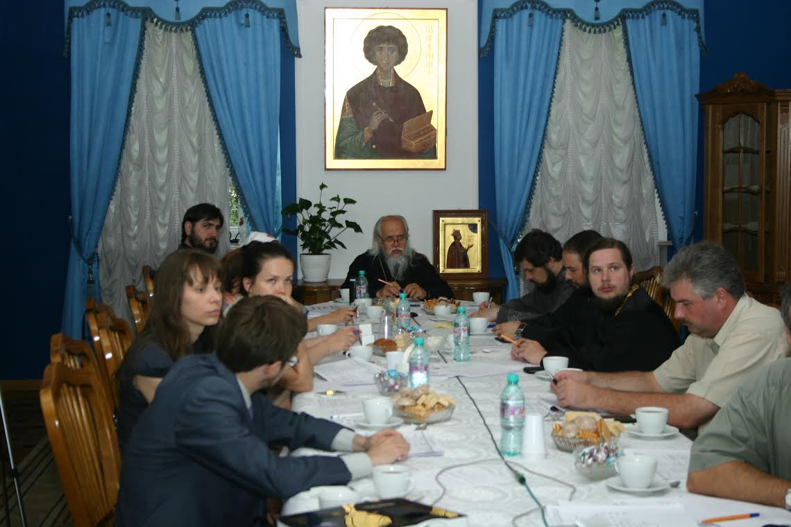 Участники рабочей группы по оказанию церковной помощи мирным жителям Украины