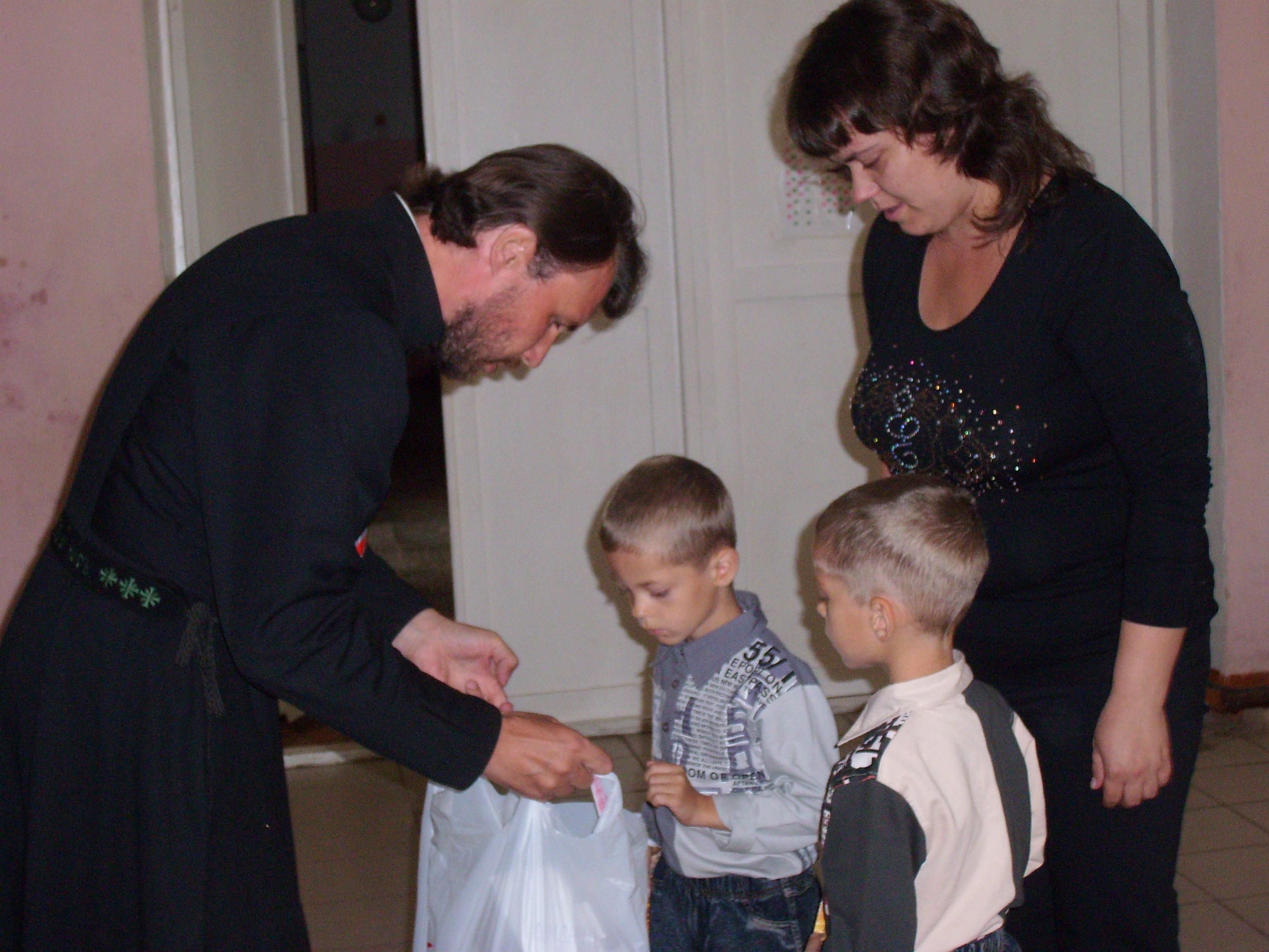 Социальная служба Каменской епархии организовала для беженцев из Украины экскурсии и семейный праздник