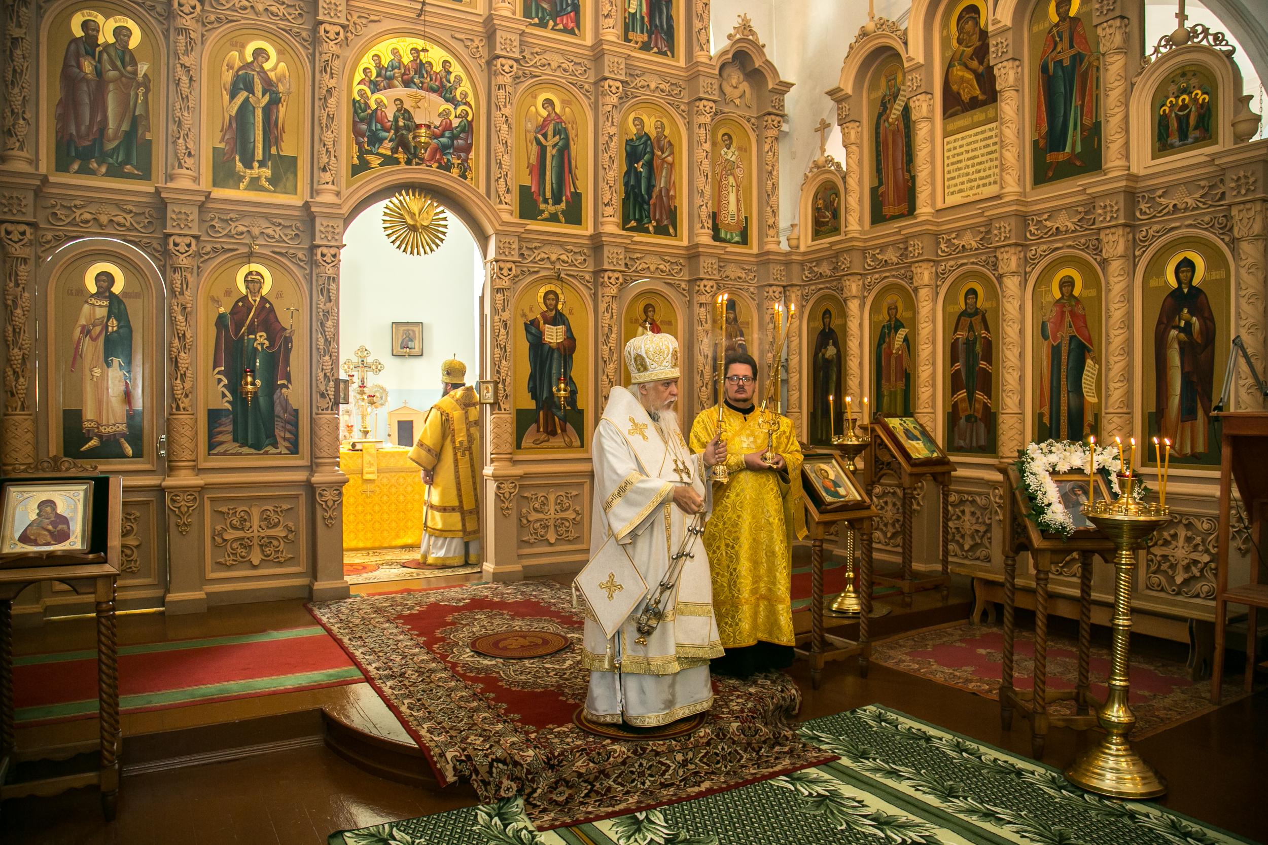 Божественная Литургия в Духосошественской церкви Троицкого женского монастыря города Пензы