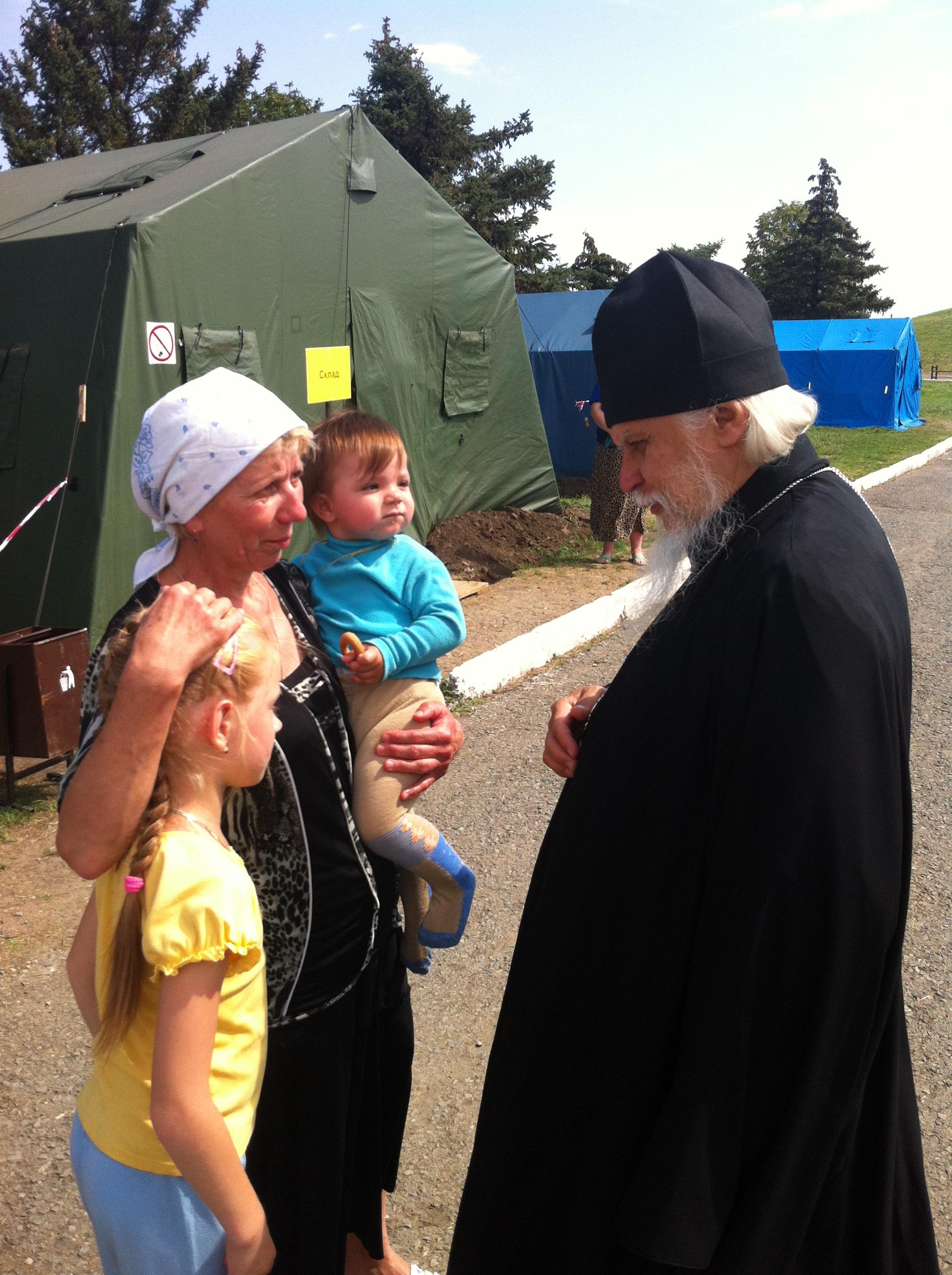 В палаточном лагере МЧС в Матвеевом Кургане
