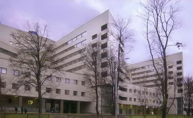 Больница имени Боткина, куда были доставлены пострадавшие в результате аварии в метро