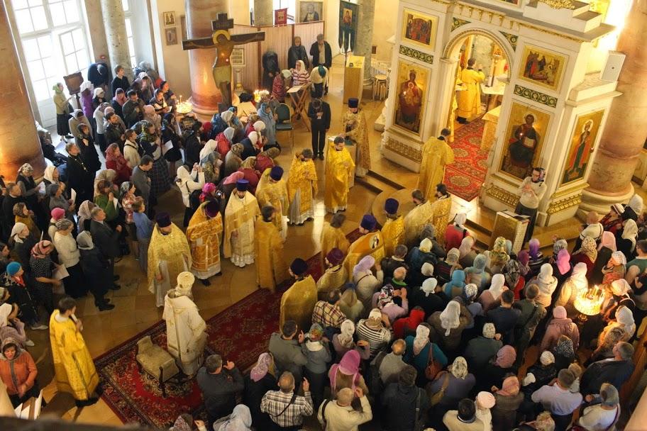 Богослужение проходило в храме святого благоверного царевича Димитрия при Первой Градской больнице
