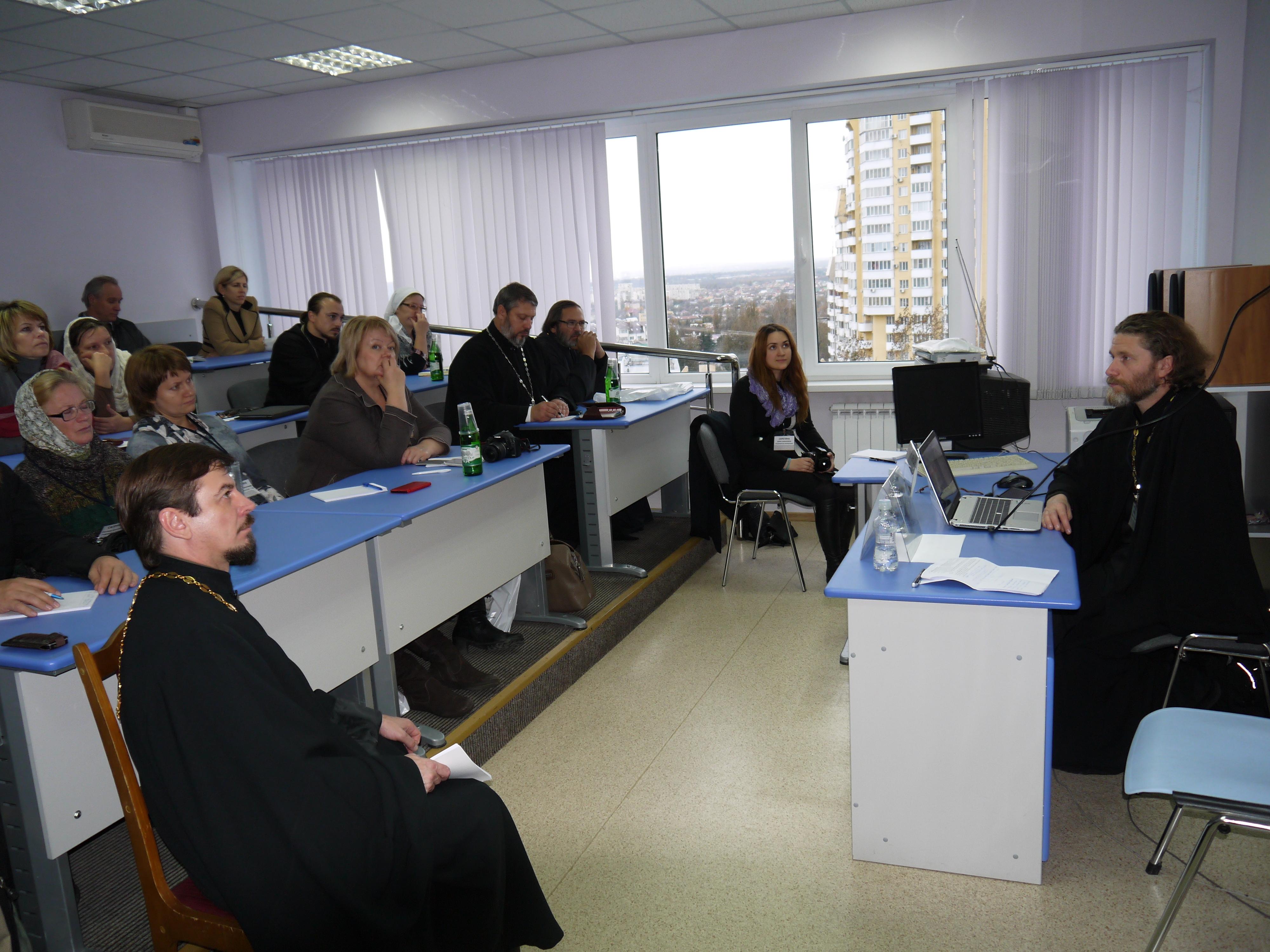 """Участники секции """"Организация церковной помощи в ЧС"""""""