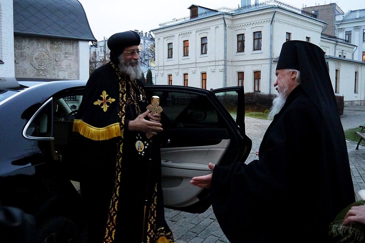 Главу Коптской Церкви встречал председатель Синодального отдела по благотворительности и церковному служению епископ Орехово-Зуевский Пантелеимон