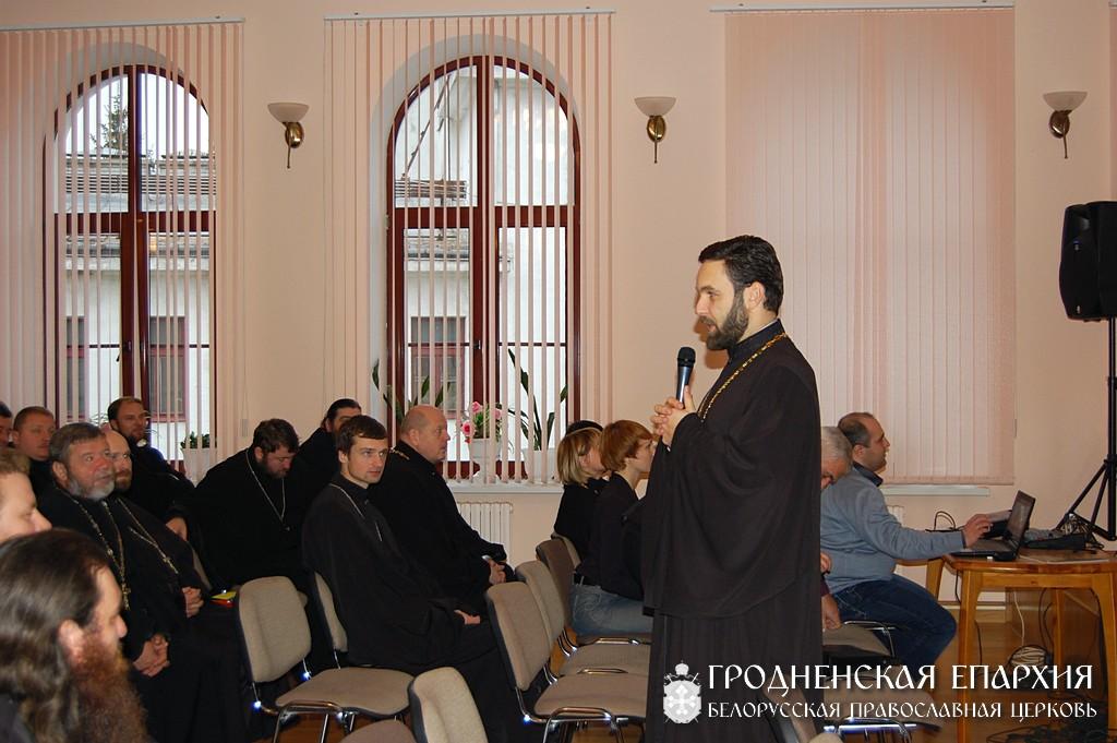 Участники семинара обсуждали тезисы «Концепции Русской Православной Церкви по утверждению трезвости и профилактике алкоголизма» и конкретные способы его реализации