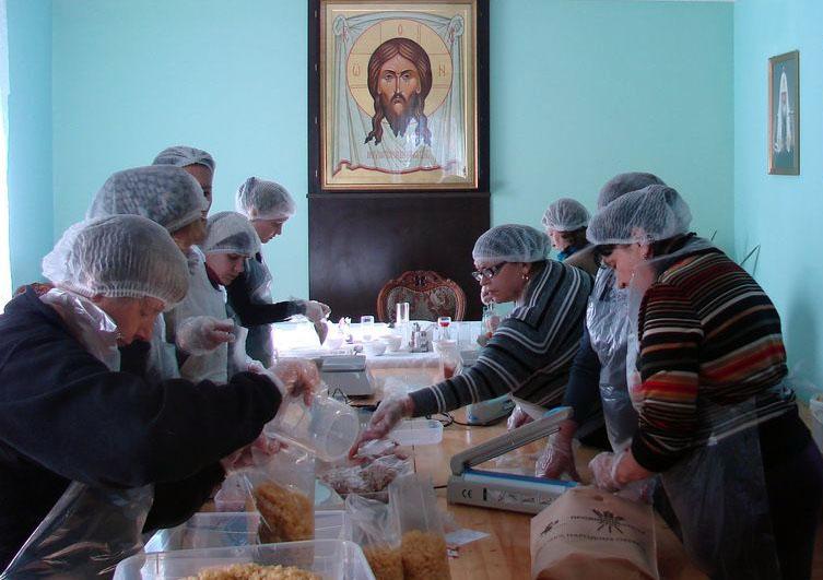 По словам помощника руководителя епархиального отдела по церковной благотворительности Инны Чистяковой, планируется фасовать обеды 2 раза в месяц