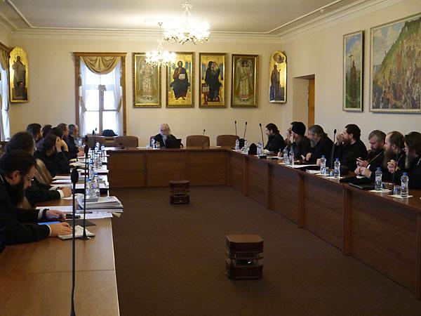Слушателями курсов являются 20 недавно рукоположенных архиеерев Русской Православной Церкви