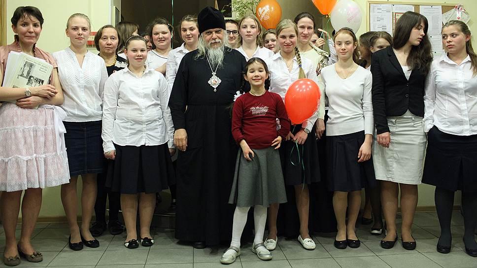 Свято-Димитриевский детский дом. Епископ Пантелеимон, преподаватели и воспитатели, выпускницы и воспитанницы