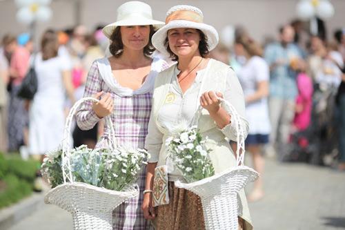 Участницы благотворительного праздника «Белый Цветок»