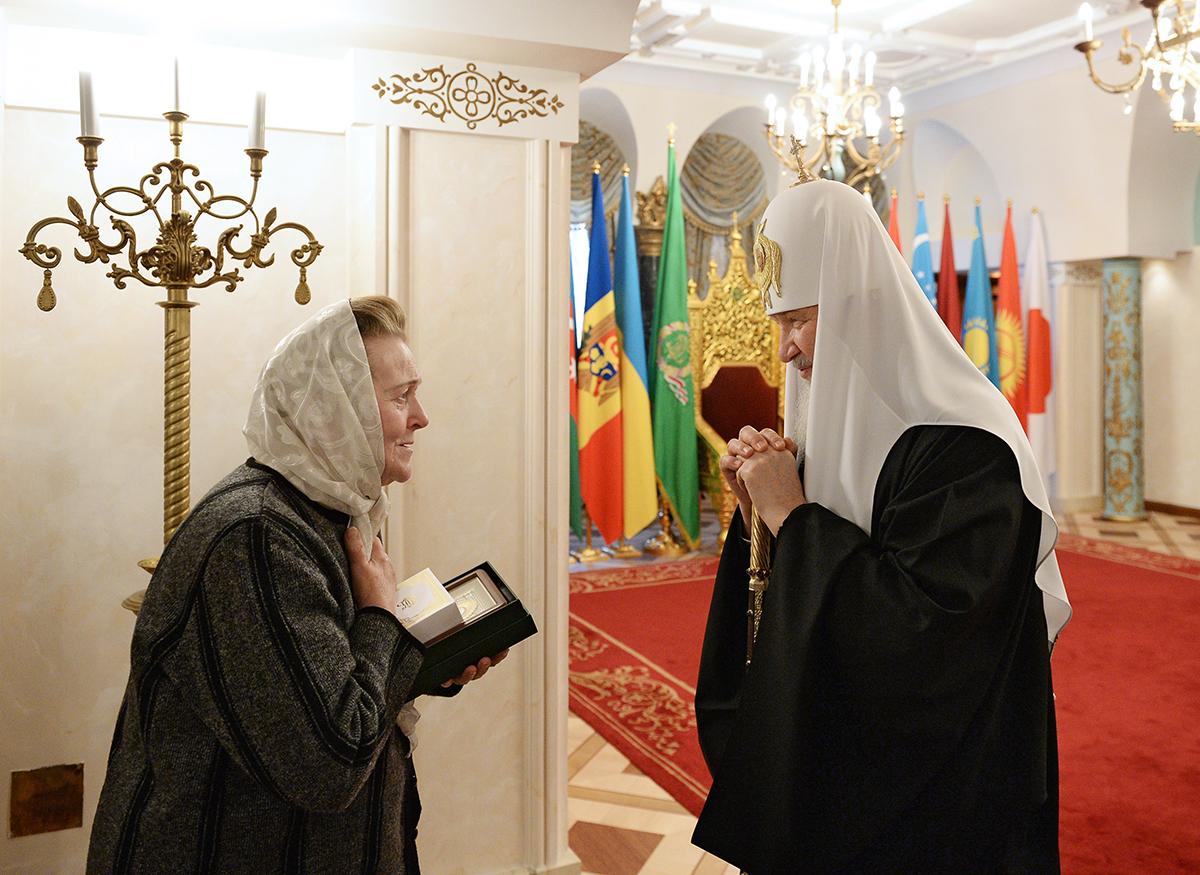 Зинаида Иосифовна написала Святейшему Патриарху Кириллу письмо, в котором поблагодарила за помощь со стороны Церкви и попросила Предстоятеля о встрече