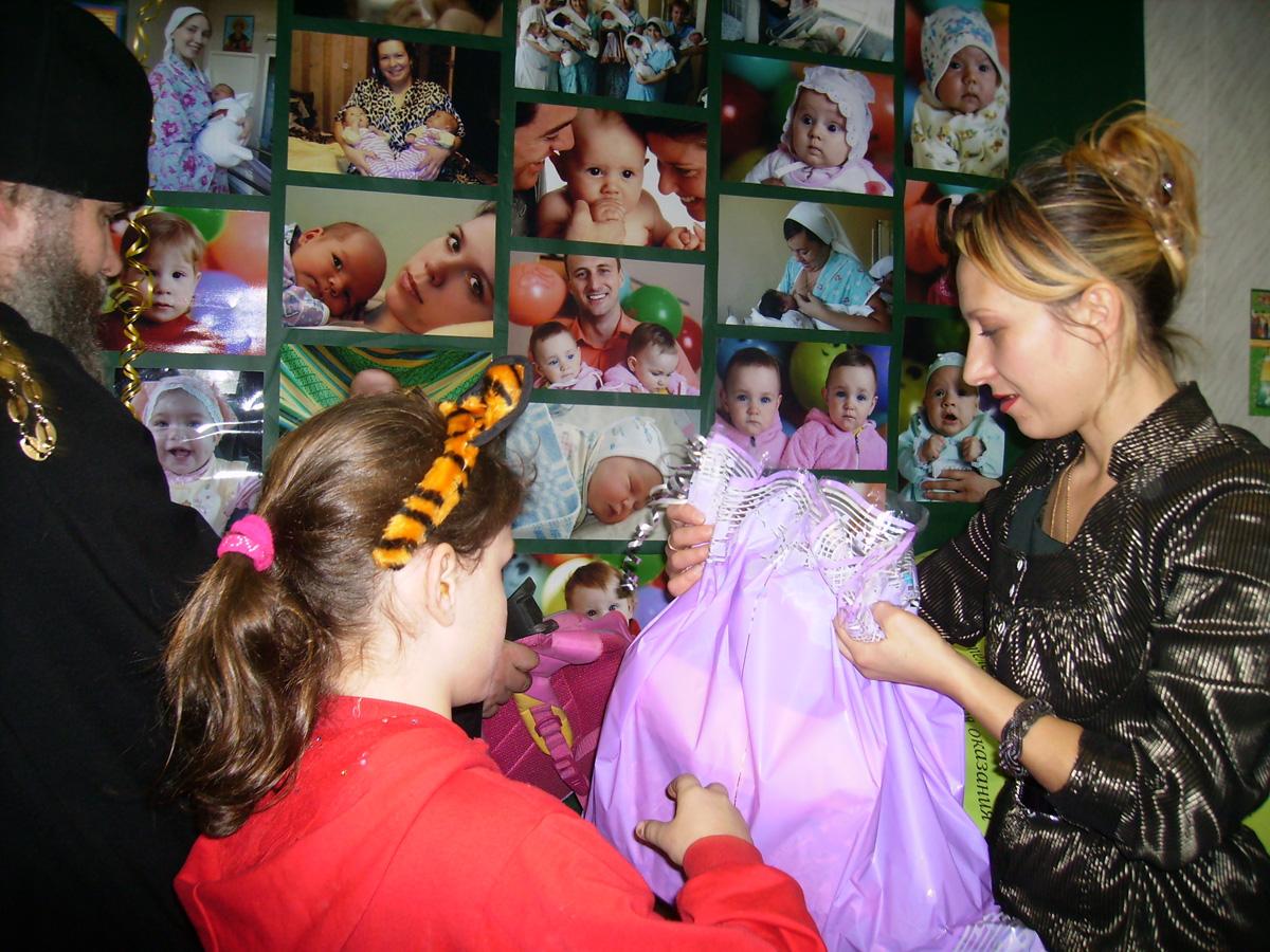 В Центре сегодня получают регулярную помощь около 250 семей (в том числе, приехавших из Украины)
