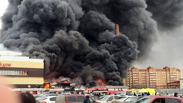 Пожар в торговом комплексе «Адмирал», которому присвоен четвертый уровень сложности из пяти возможных, произошел 11 марта