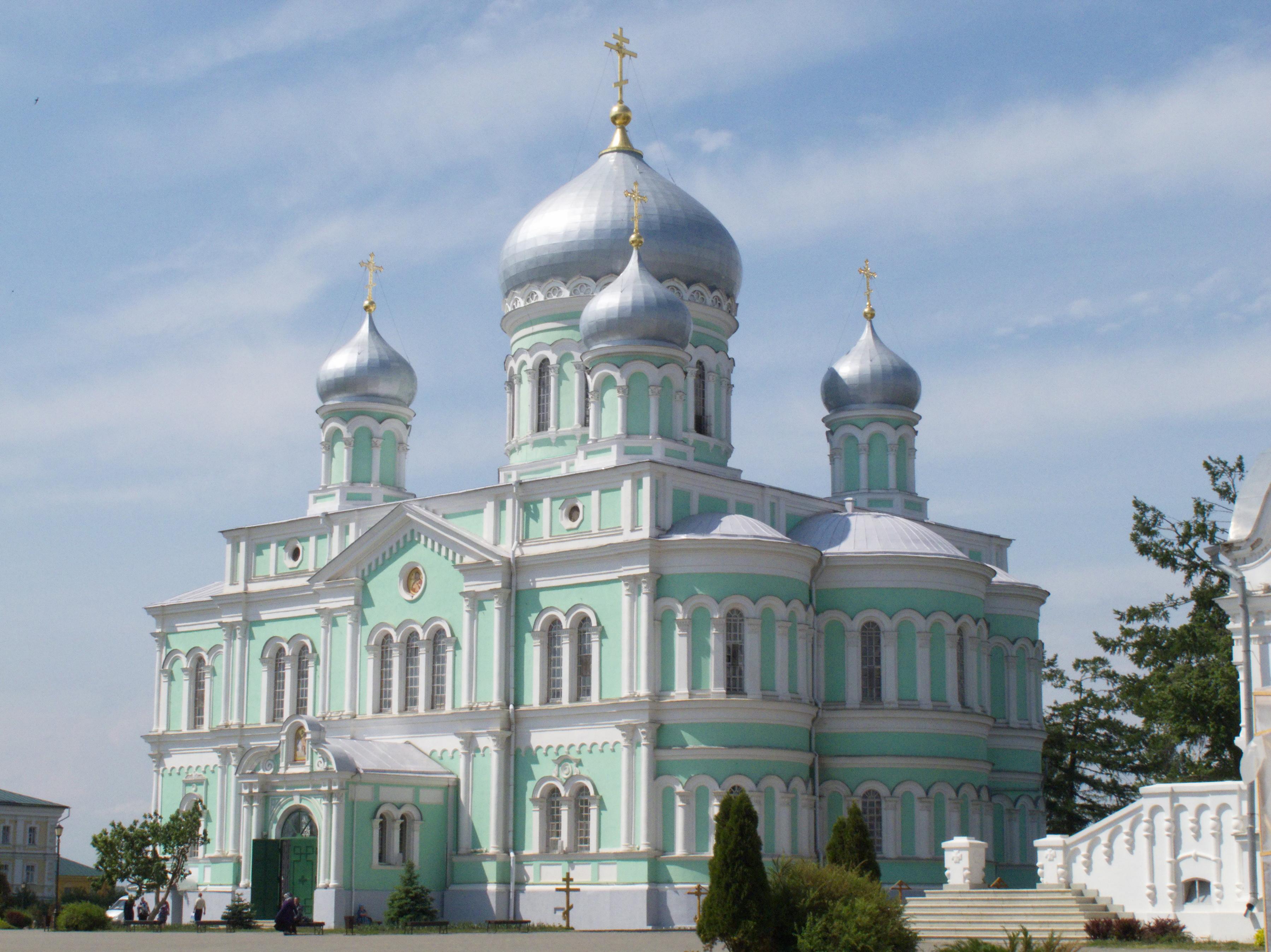 Троицкий собор Серафимо-Дивеевского монастыря, где состоялось вручение Александру Максакову подарка Святейшего Патриарха