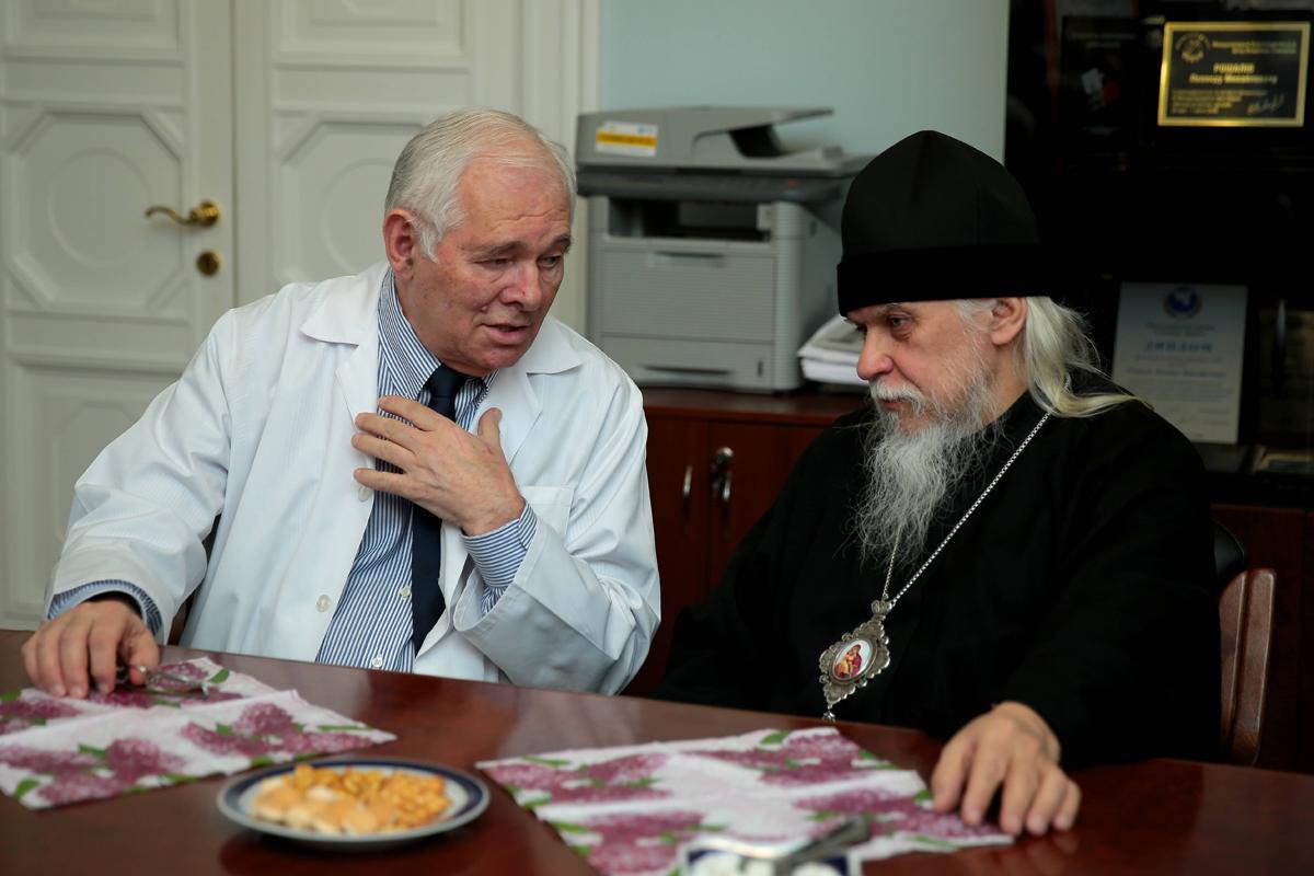 Встреча епископа Пантелеимона с директором НИИ неотложной детской хирургии и травматологии Леонидом Рошалем