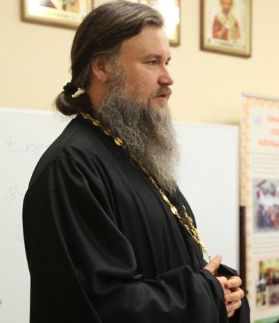 Отец Владимир, дипломированный врач-психиатр, пообщается с семьями, воспитывающими детей-инвалидов