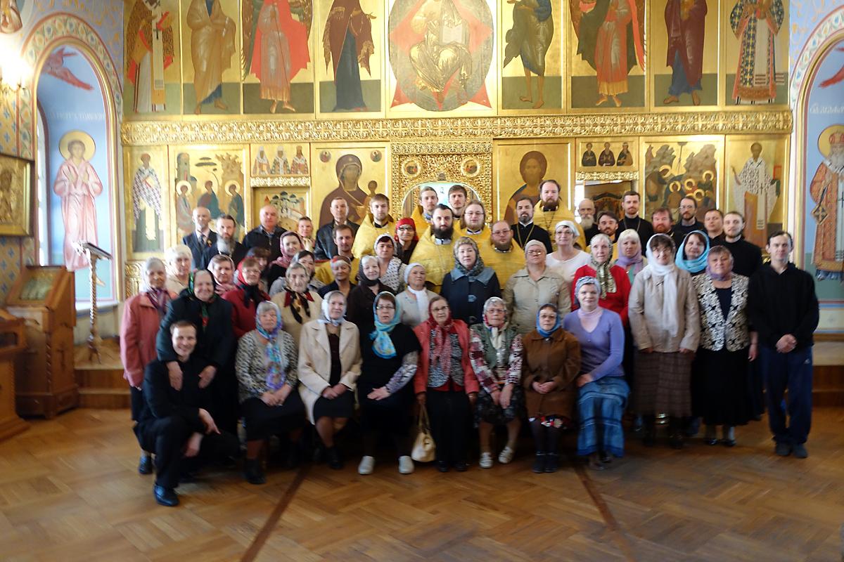 Празднование юбилея открылось Божественной литургией с сурдопереводом, которую на жестовый язык переводили священники из восьми епархий