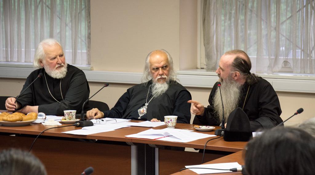Протоиерей Владимир Воробьев, епископ Пантелеимон и епископ Каменский и Алапаевский Мефодий.