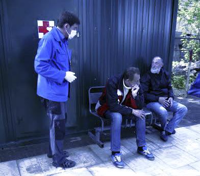 Для бездомных получить доступ к медицинской помощи часто является проблемой, в первую очередь, в связи с отсутствием необходимых документов