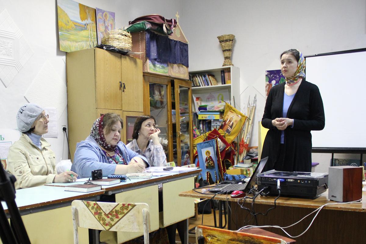 Встреча руководителя направления по работе с инвалидами Синодального отдела по  благотворительности Вероники Леонтьевой с вожатыми православного лагеря «Скиния»