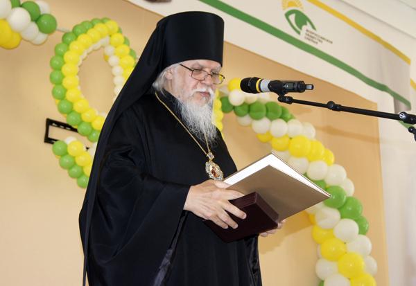 От имени Святейшего Патриарха Кирилла епископ Пантелеимон поздравил Общество с 90-летним юбилеем