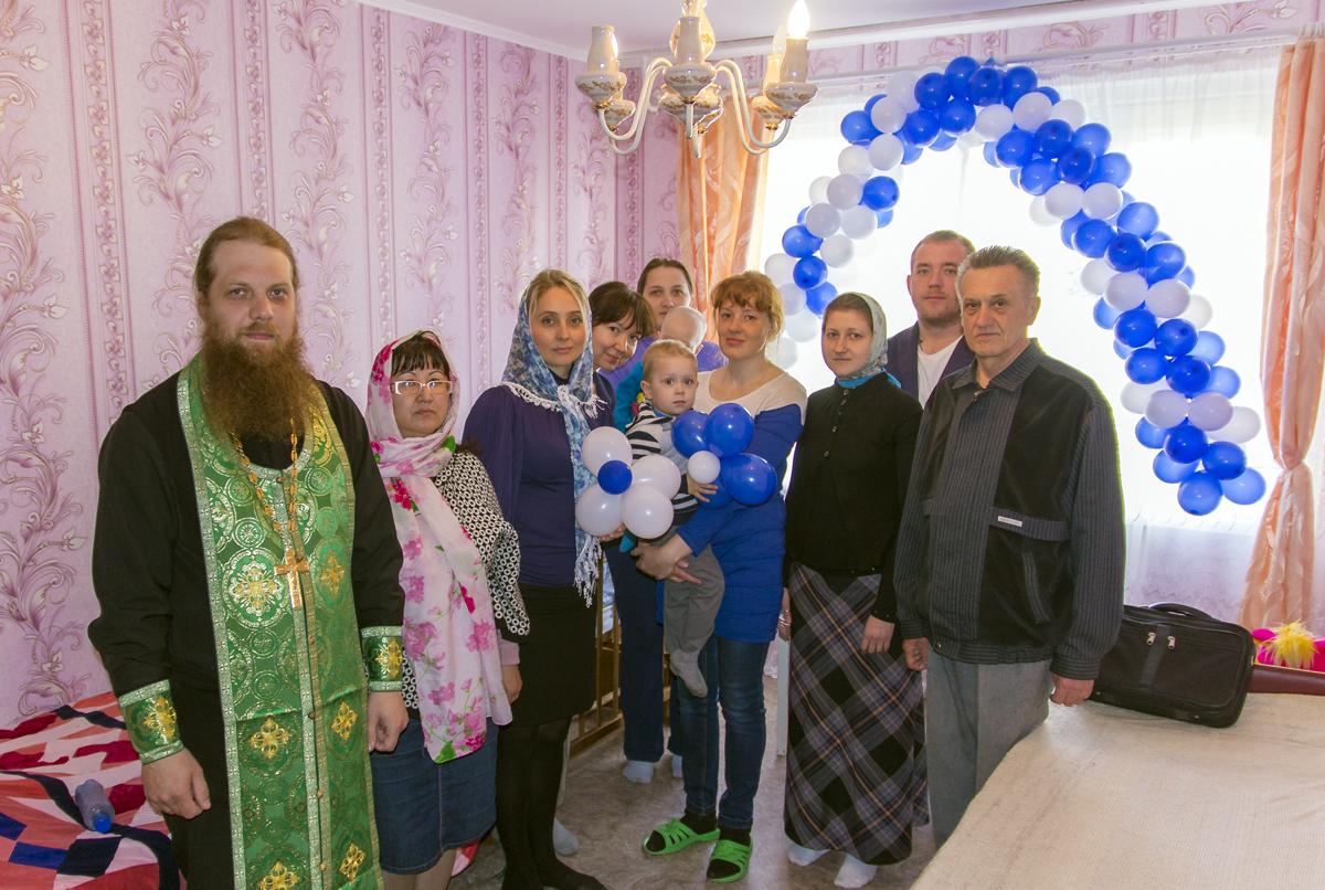 Руководитель епархиальной Комиссии по вопросам семьи, защиты материнства и детства иерей Валерий Марфин совершил чин освящения нового «Дома для мамы»