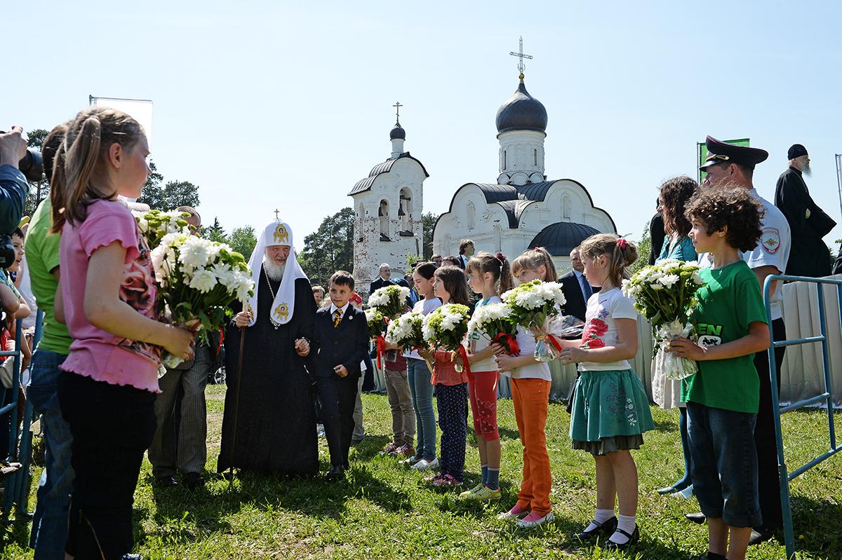 На праздник были приглашены воспитанники детских домов и интернатов, дети из Переделкино, Солнцево, Внуково, Новопеределкино и других районов столицы