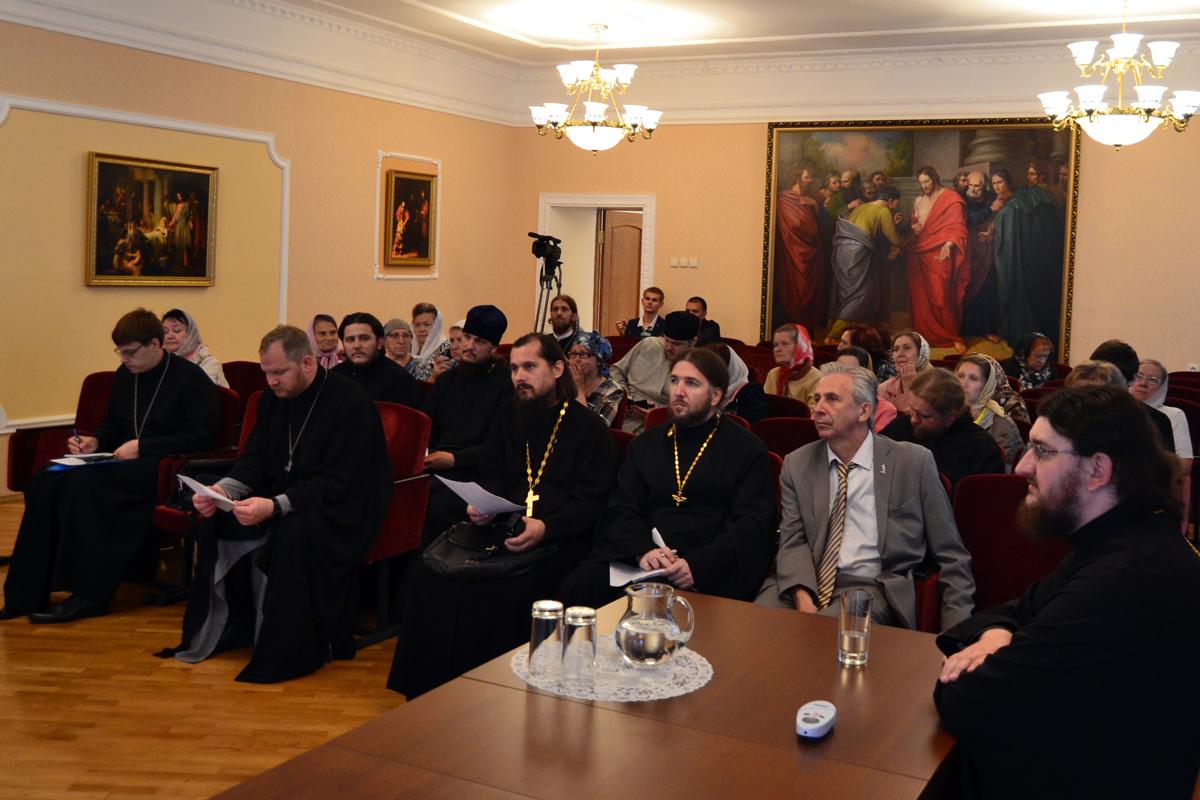 По окончании обучения учащиеся – 20 человек из 12 епархий – получили сертификат Учебно-методического центра Всероссийского общества глухих