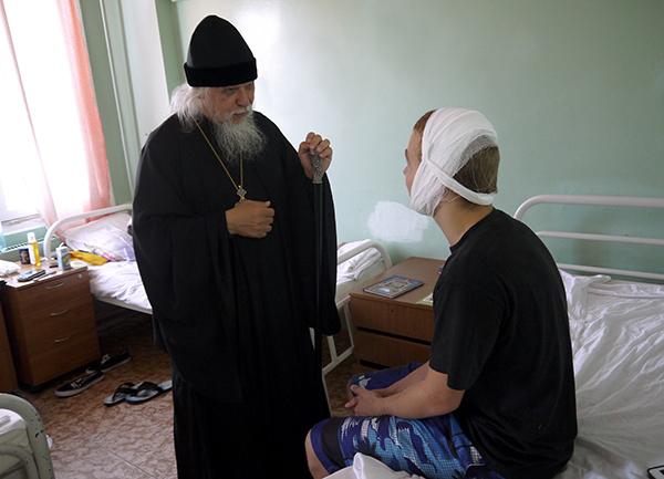 Епископ Пантелеимон навестил маленьких пациентов детской больницы святого Владимира