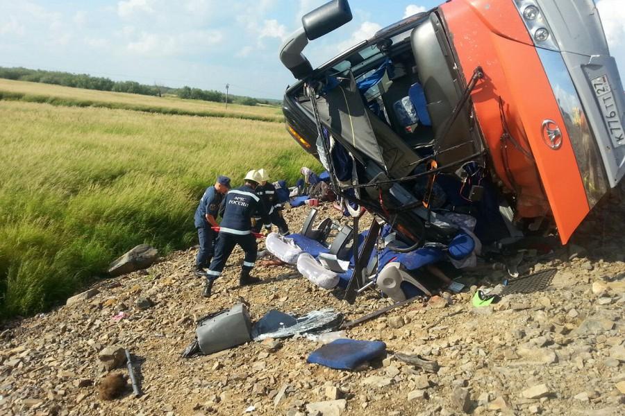 В результате лобового столкновения двух рейсовых пассажирских автобусов погибли 16 человек, пострадали 56