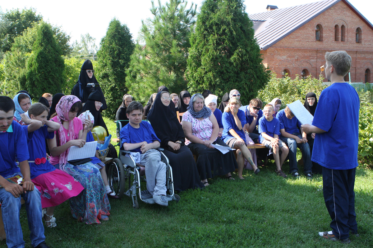 Всего в работе лагеря, помимо сестер монастыря, приняли участие 27 детей-инвалидов, 22 родителя, 3 педагога и 7 волонтеров