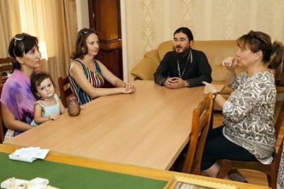 Оглашение проводит протоиерей Сергий Алахтаев, ключарь Успенского кафедрального собора города Ташкента